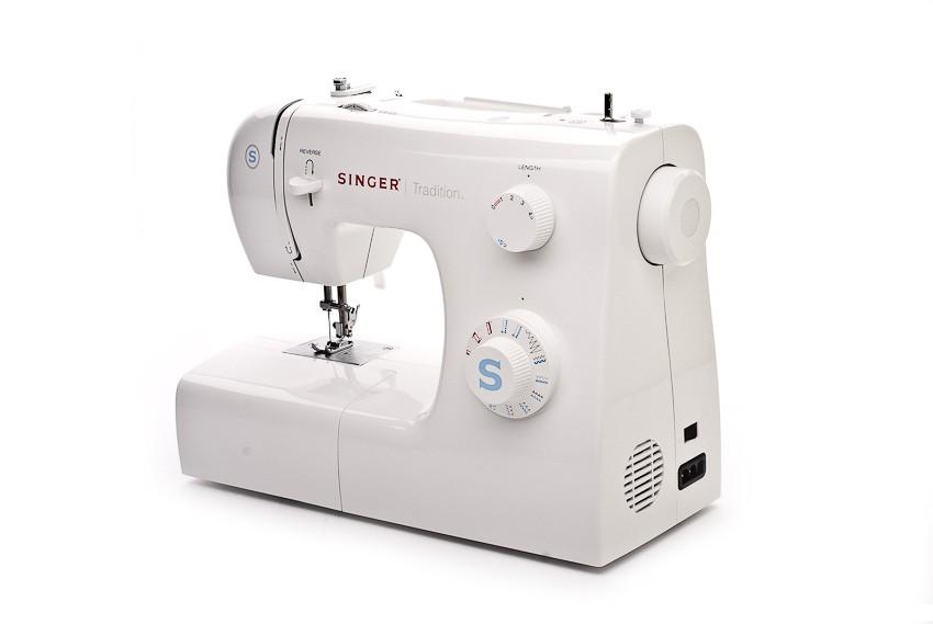 Бытовая швейная машина картинка